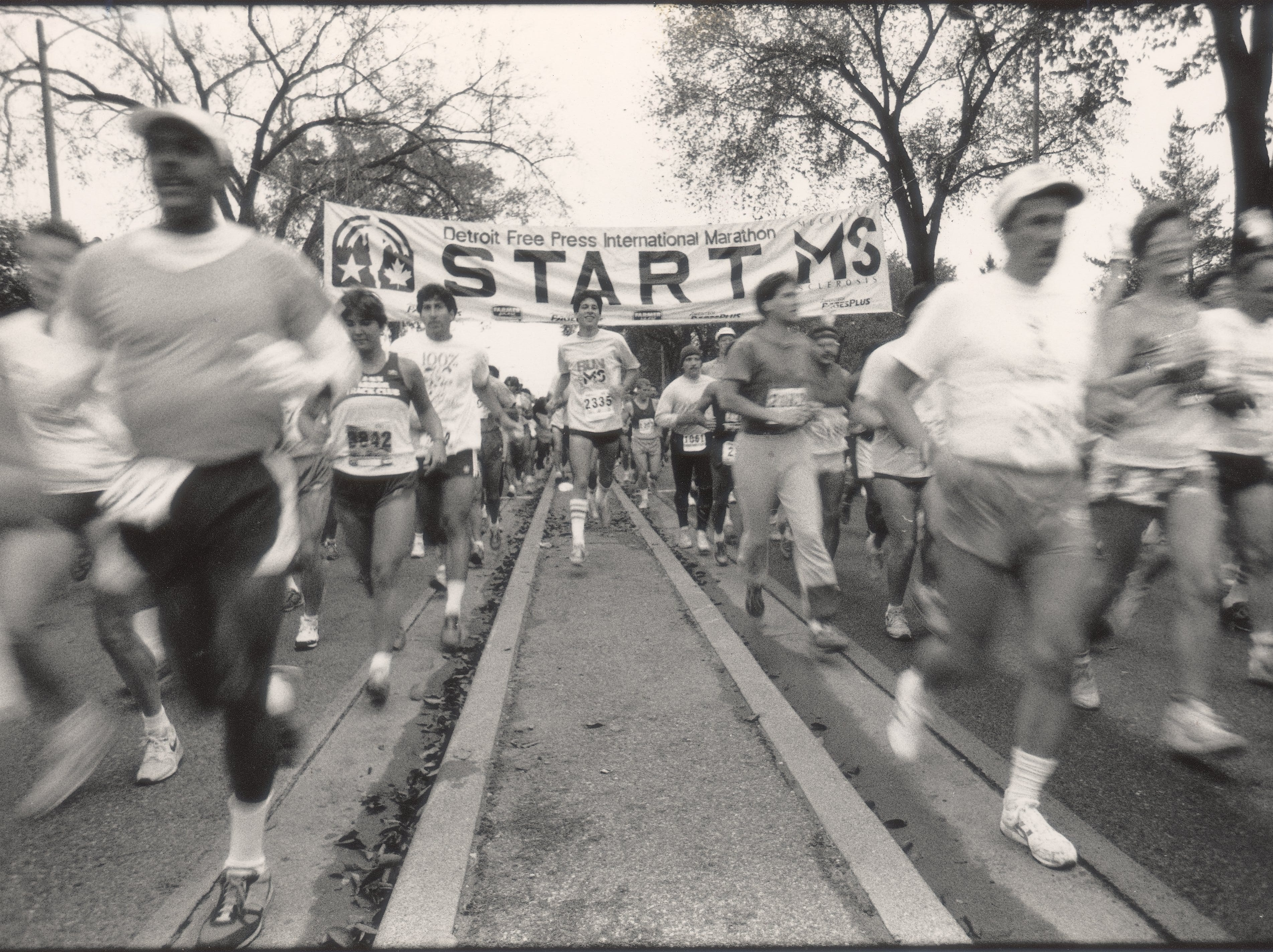 Runners take off from the starting line for the 1987 Free Press International Marathon.