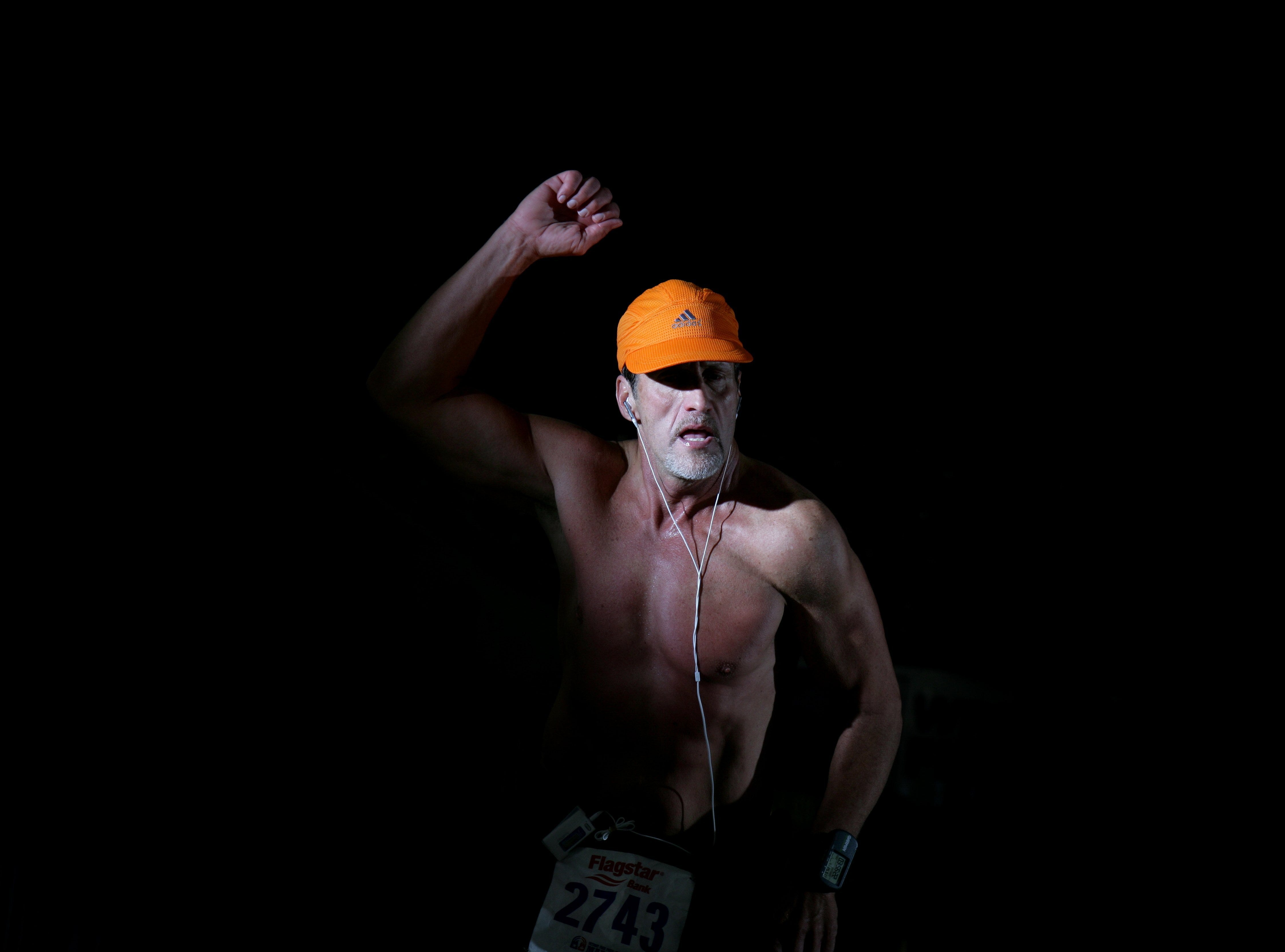 Eric Bischof, 49, of North Royalton, Ohio during the Free Press marathon on Sunday, October 23, 2005.