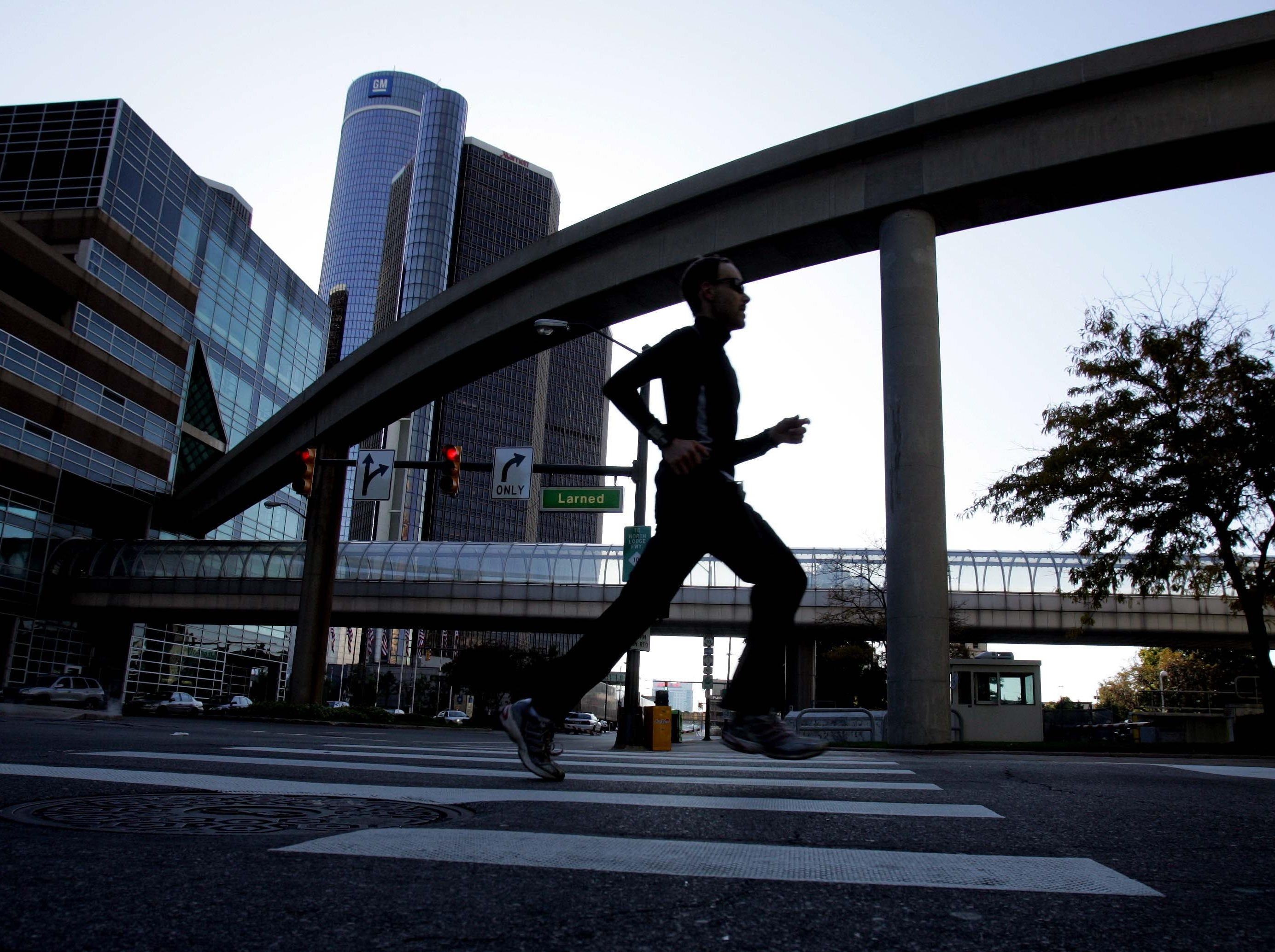 Runners come down Larned heading for mile marker 26 on Sunday October 18, 2009 in the Detroit Free Press/Flagstar Bank Marathon.