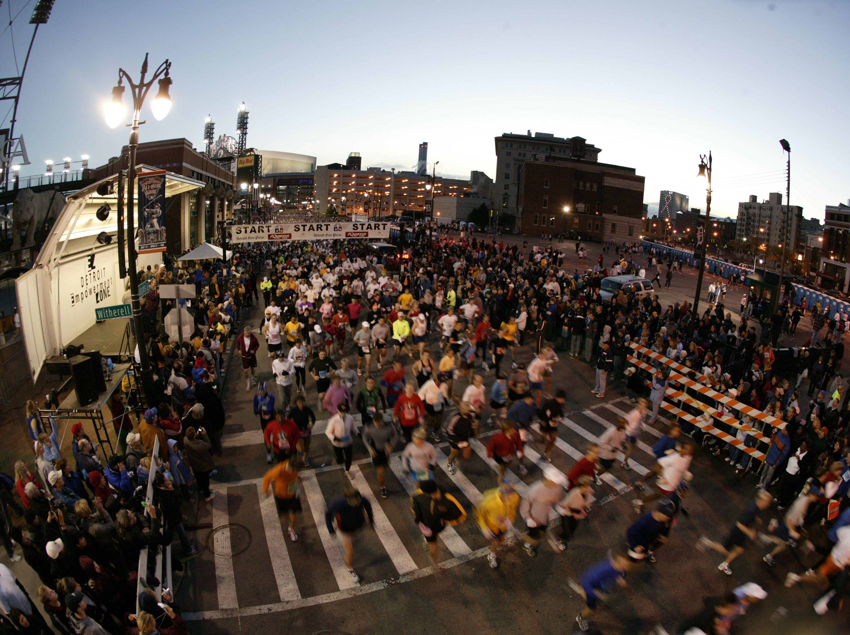 The start line of the 2005 Detroit Free Press/Flagstar Bank Marathon in Detroit, MI on Sunday October 23, 2005.