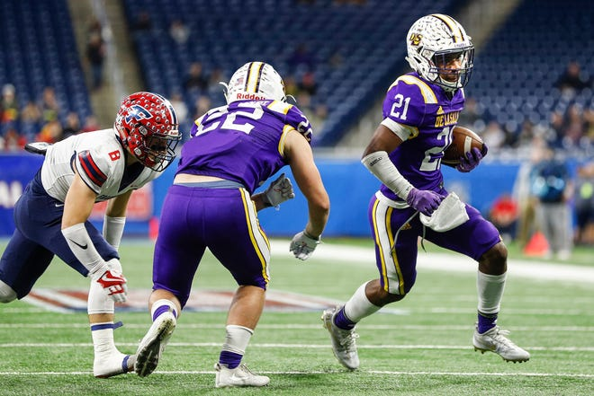 Warren De La Salle receiver Josh DeBerry runs against Livonia Franklin during the first half of the MHSAA Division 2 championship game at Ford Field, Nov. 24, 2017.