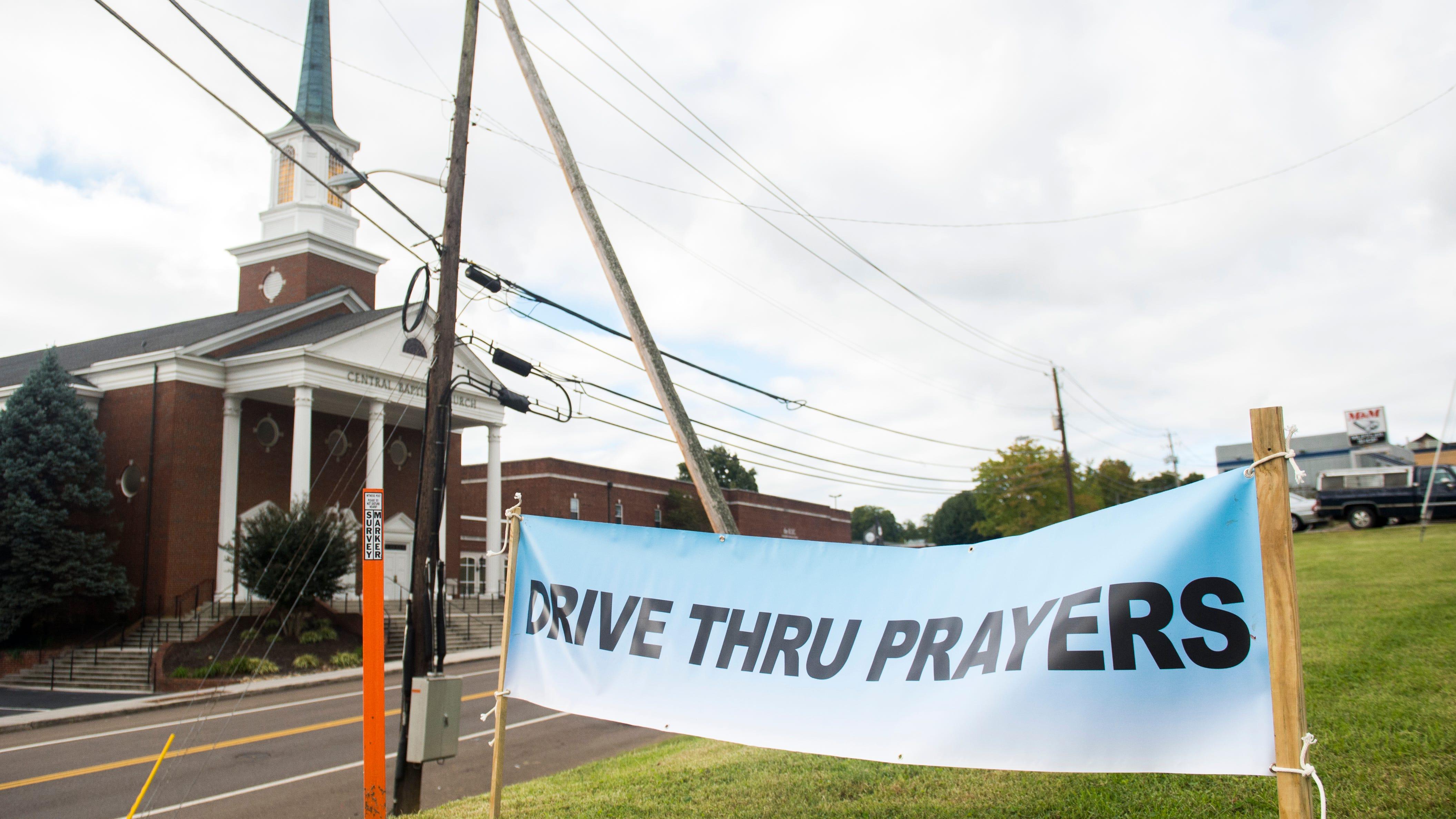 Knoxville Baptist church hosts 'drive-thru' prayer in parking lot