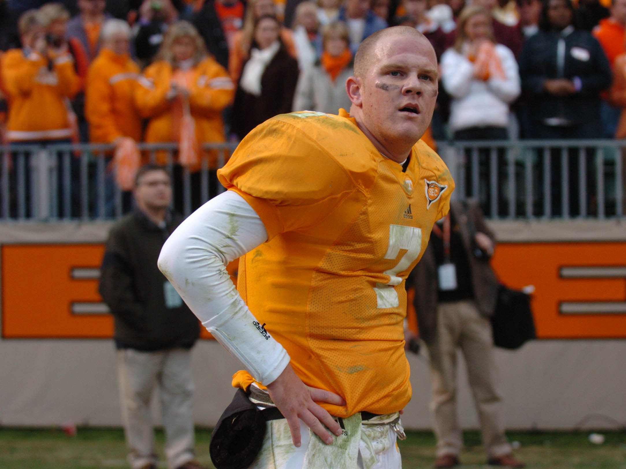 utvandy10.ASB#4741.JPG--SPORTS-- Tennessee quarterback Rick Clausen pauses before leaving the field after the 28-24 loss to Vanderbilt Saturday at Neyland Stadium in 2005.