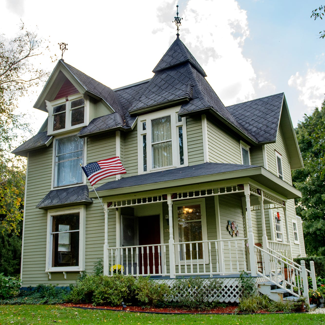 125-year-old Queen Anne Victorian-style farmhouse in Okemos on the market for $190K