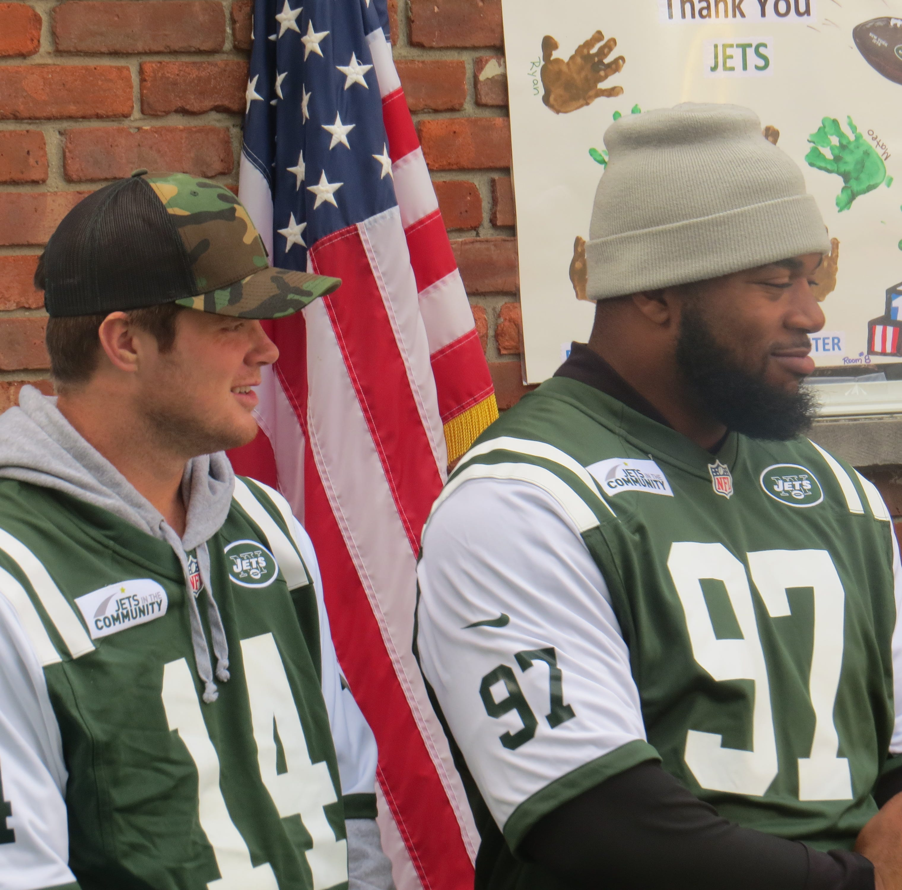 Sam Darnold, Jets huddle with preschoolers at new Dover playground