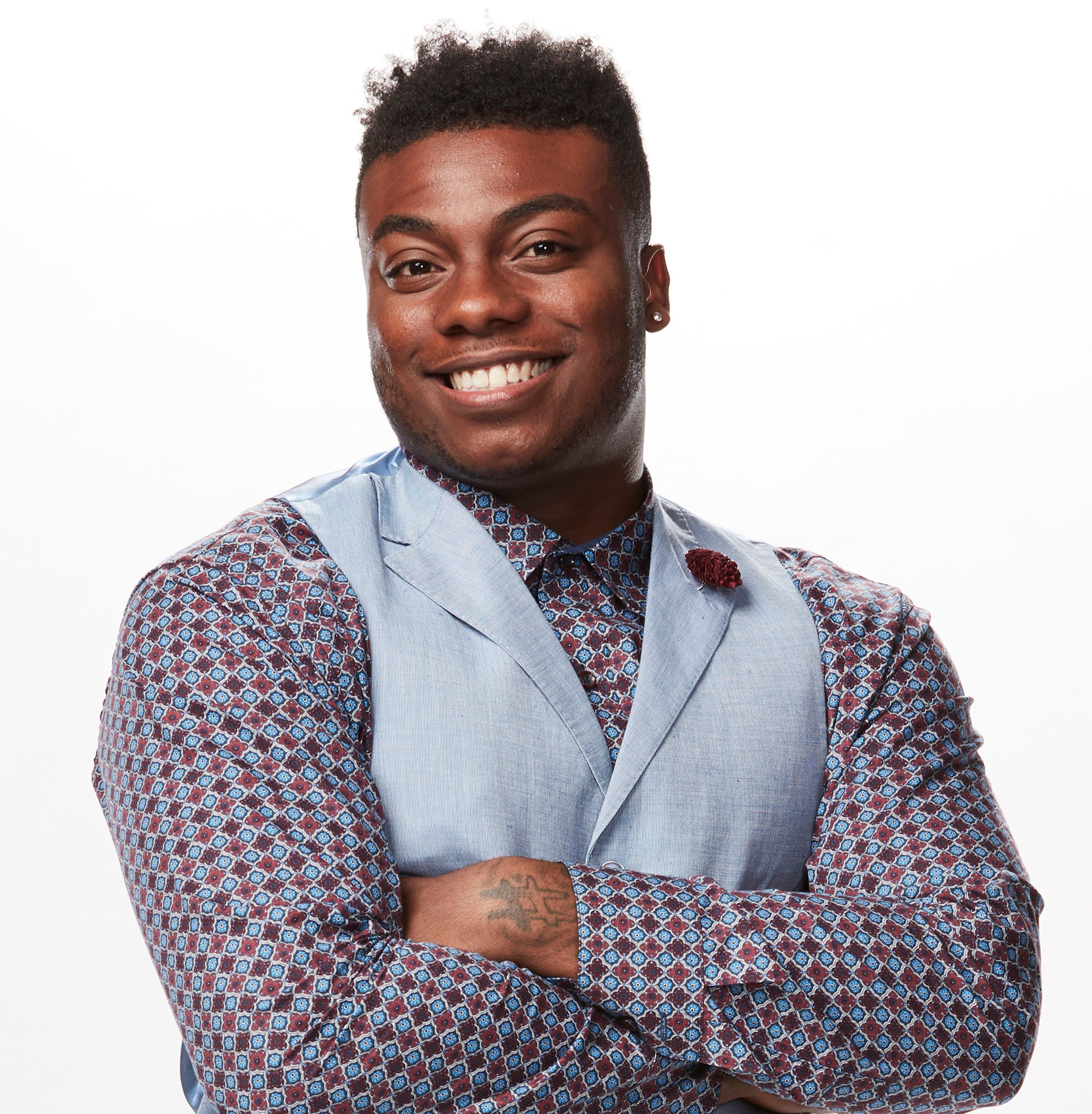 He's a knockout!  Kirk Jay moving on to live performances on 'The Voice'