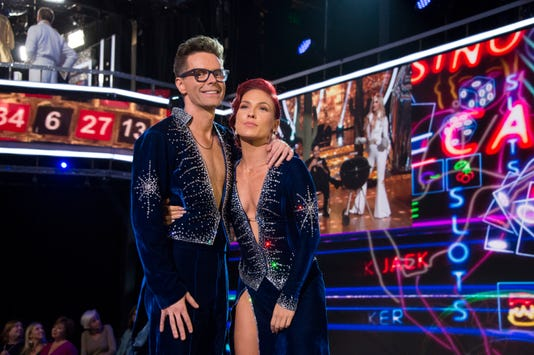 Dancing With The Stars Bobby Bones Mixes Mc Hammer With Cha Cha