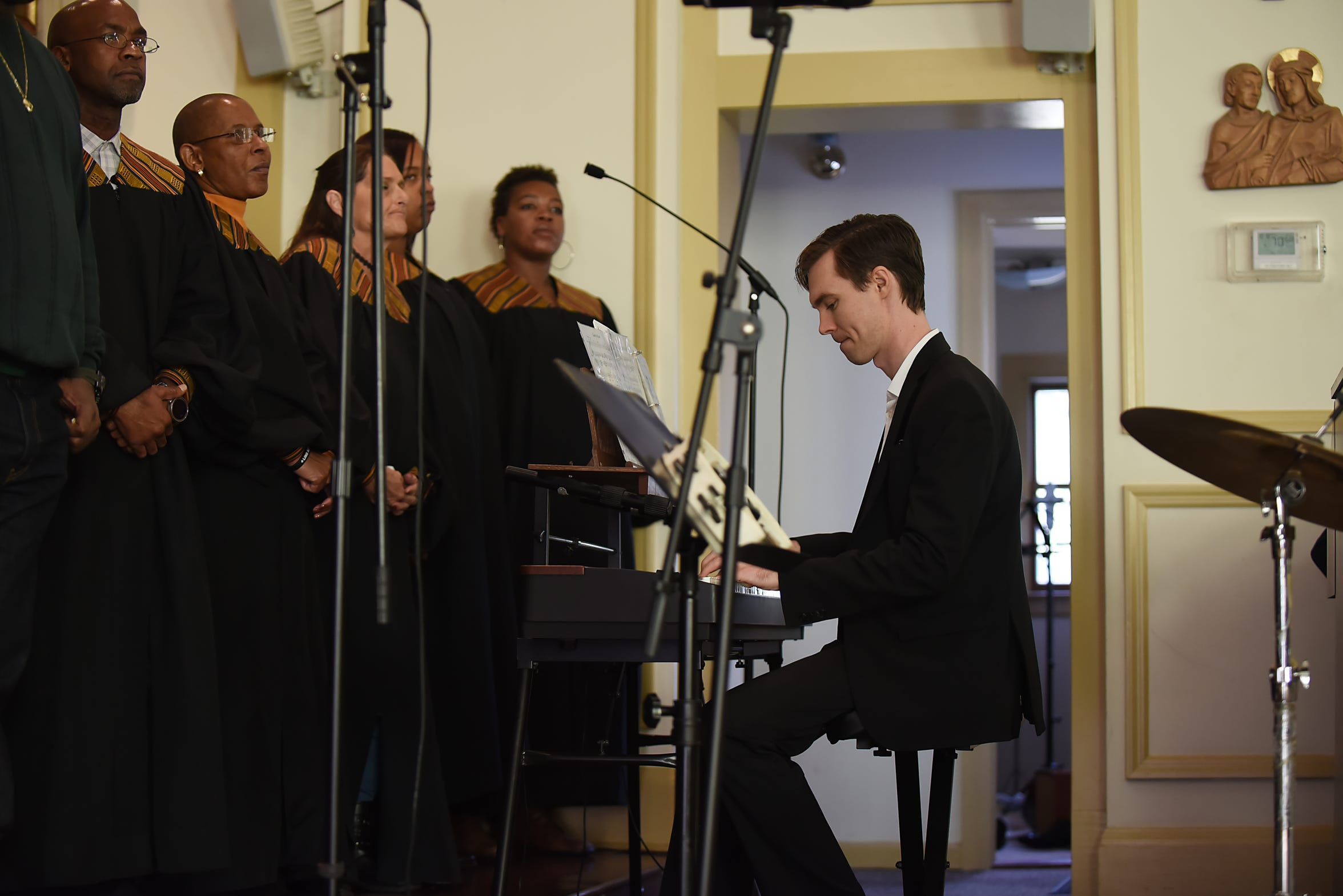Jordan Piper, musical director for the Straight & Narrow Gospel Choir, during a performance at St. Joseph's Roman Catholic Church in Lincoln Park on Sunday, Oct. 14, 2018.