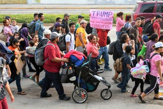 Cientos de migrantes hondureños ya cruzaron la frontera hacia Guatemala. Su destino es EEUU.