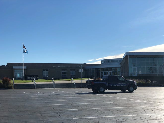 Brookings Police were on scene after school was cancelled as authorities investigated a threatening note that was found at the school.