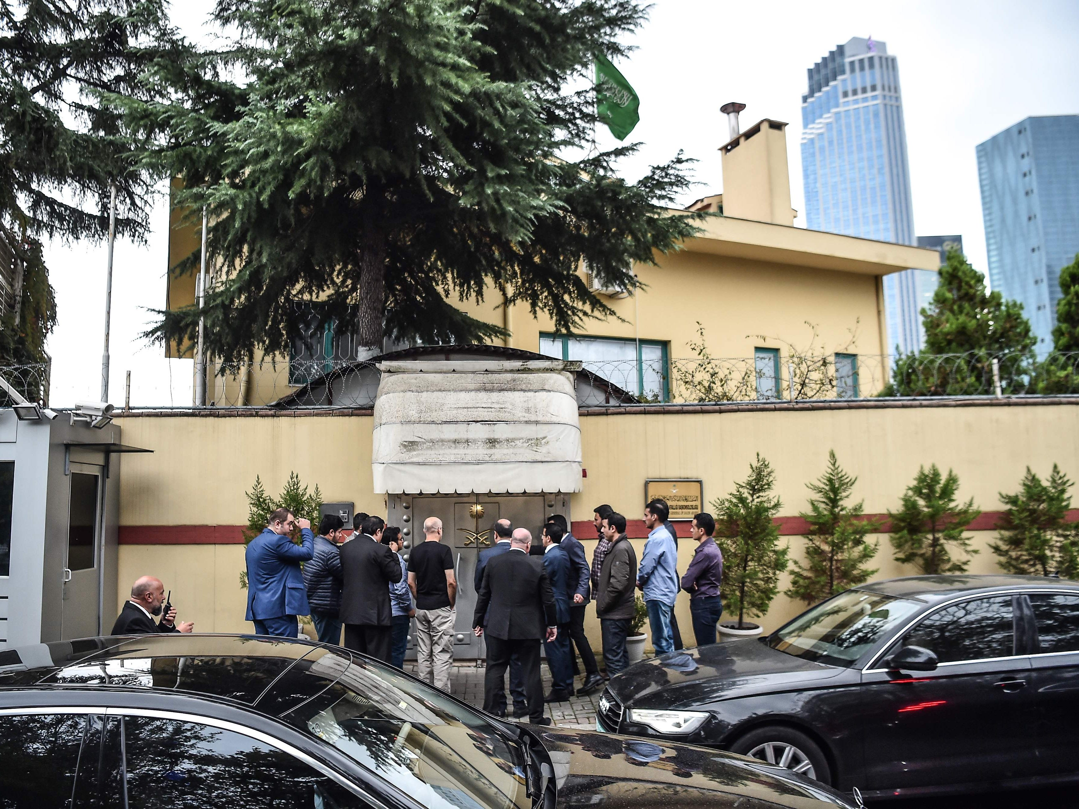 A Saudi investigation delegation enters the consulate before Turkish forensic police and investigation delegation arrive at the Saudi Arabian consulate in Istanbul, Oct. 15, 2018 in Istanbul.