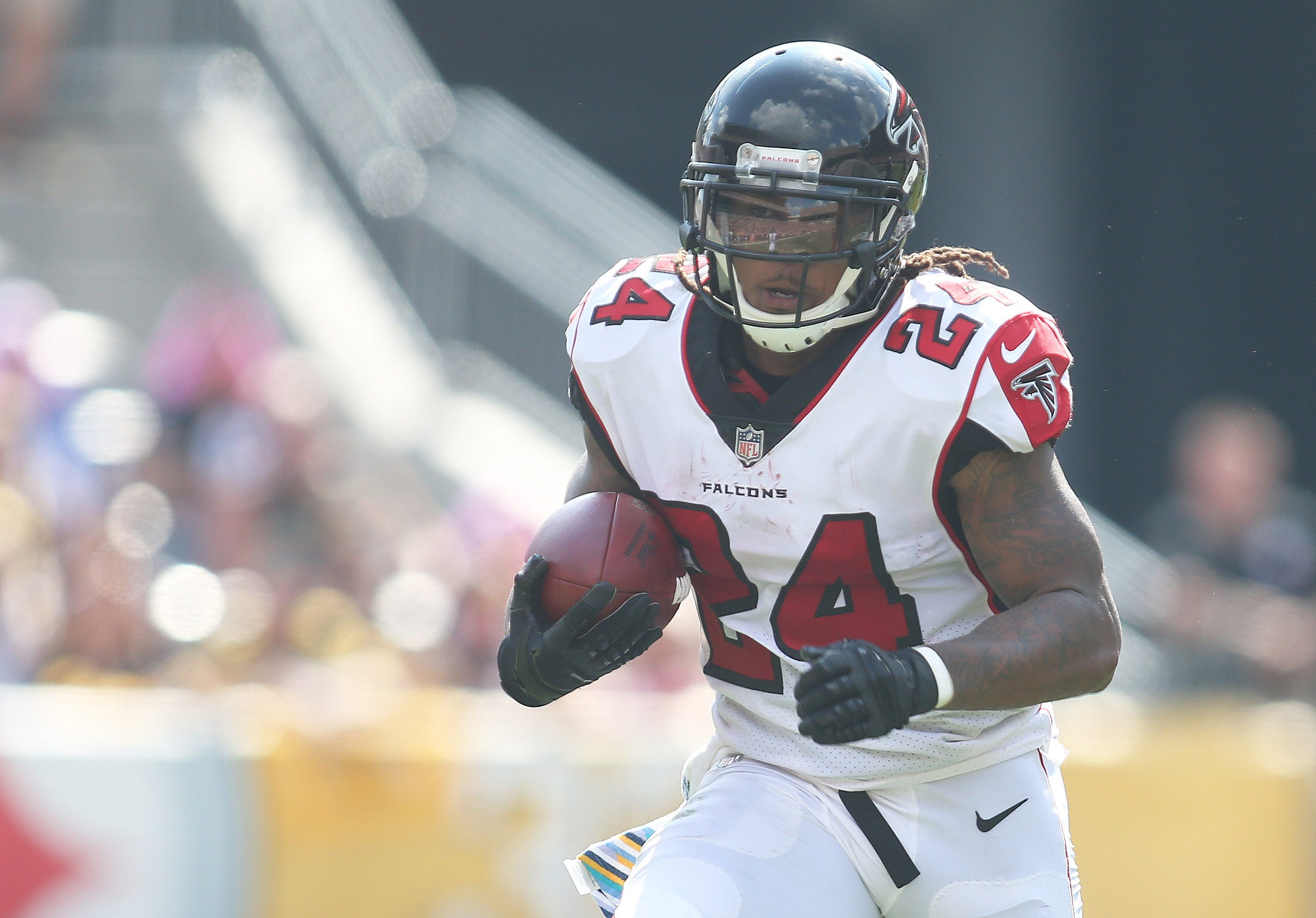 Atlanta Falcons to place RB Devonta Freeman on injured reserve