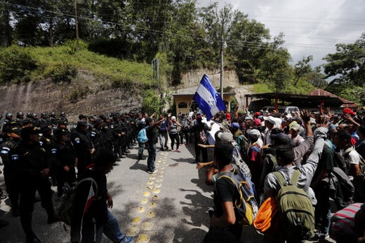 epa07095951 Guatemalan policemen prevent Honduran migrants from crossing the Agua Caliente border, in Chiquimula, Guatemala, 15 October 2018. The migrant caravan aims to reach the United States fleeing the poverty and insecurity in their country  EPA-EFE/Esteban Biba ORG XMIT: GUA08