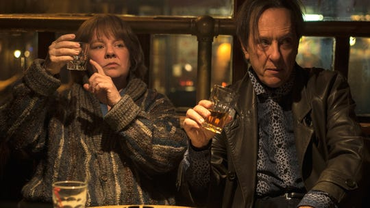 "Melissa McCarthy orders another drink as Lee Israel alongside her partner-in-crime Richard E. Grant, who plays Jack Hock in ""Can You Ever Forgive Me?"""