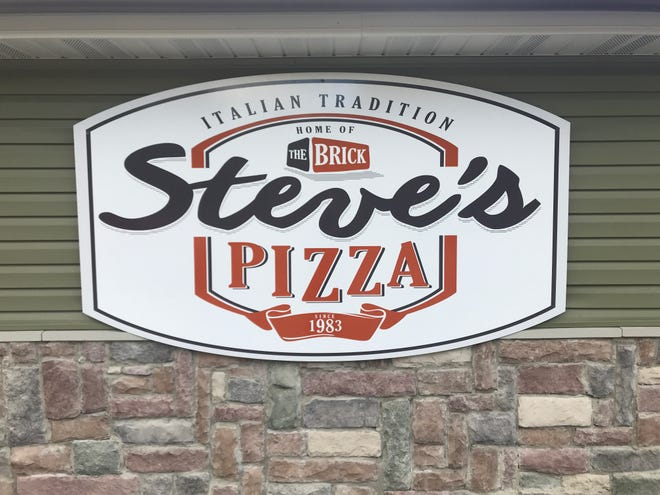 The sign for Steve's Pizza in Battle Creek.
