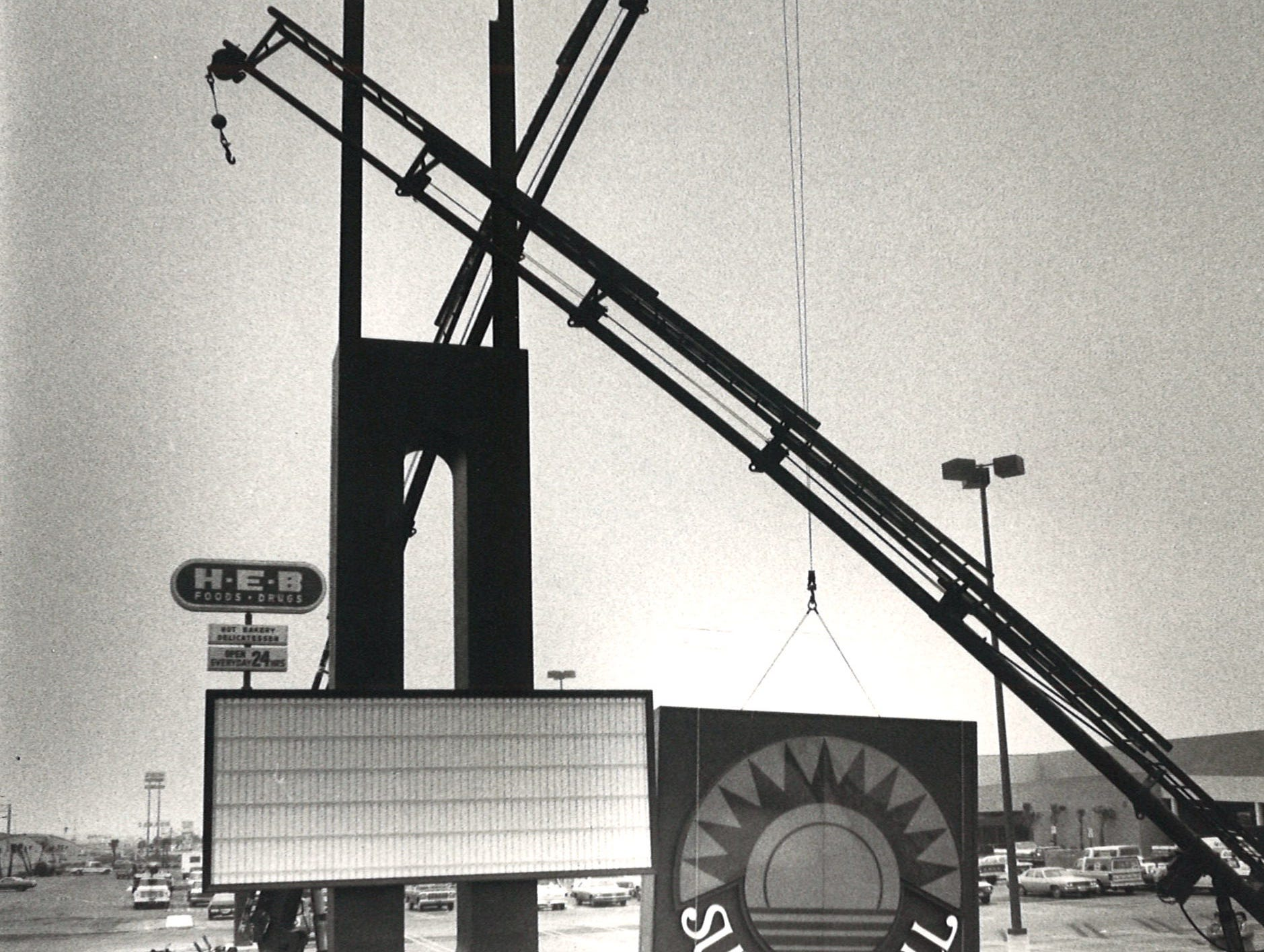 The sign for Sunrise Mall is put in place in February 1981.