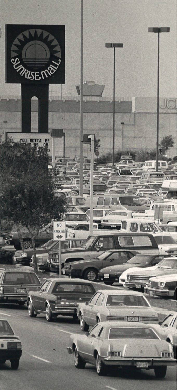 Traffic creeps by on the SPID access road turning into Sunrise Mall on Nov. 23, 1984.