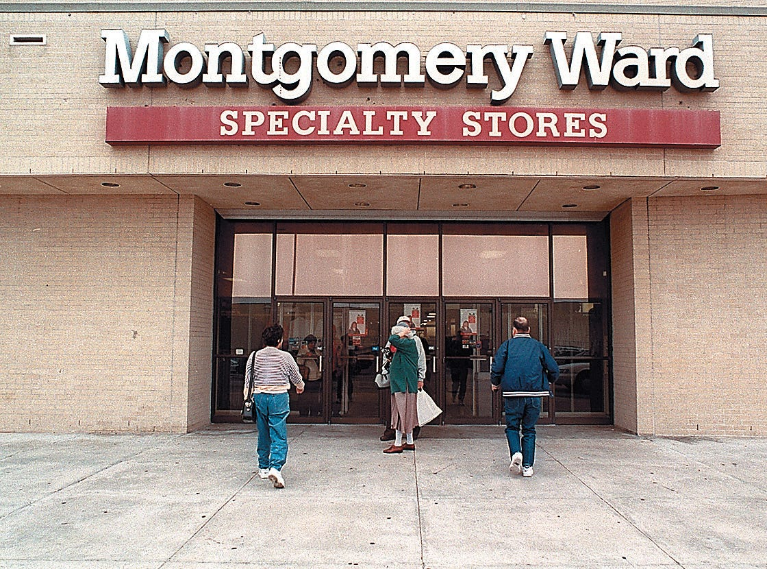 Shooper enter the Montgomery Ward store in Sunrise Mall on Nov. 27, 1996.