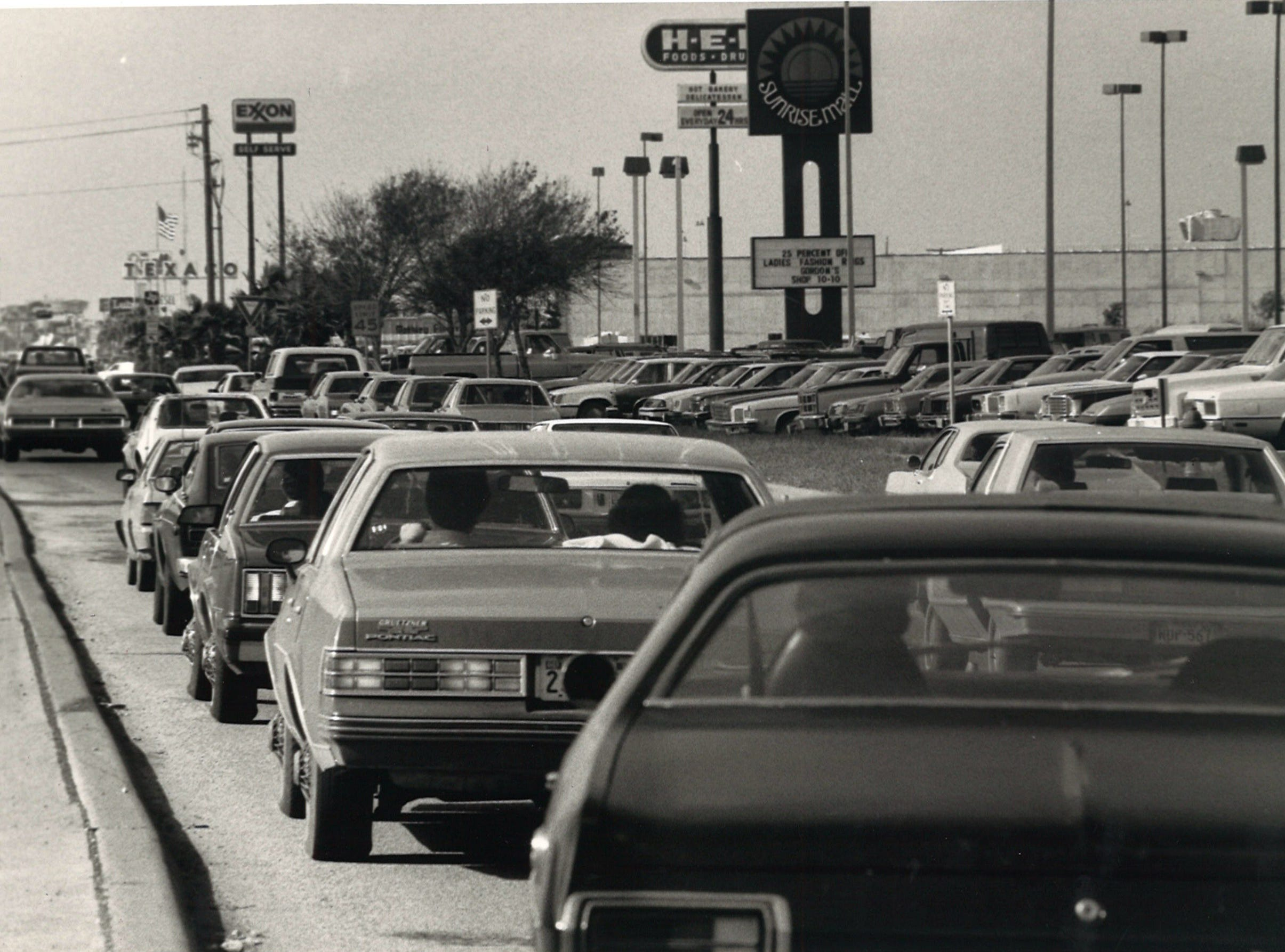 The traffic jam before Christmas at Sunrise Mall on Dec. 24, 1984.