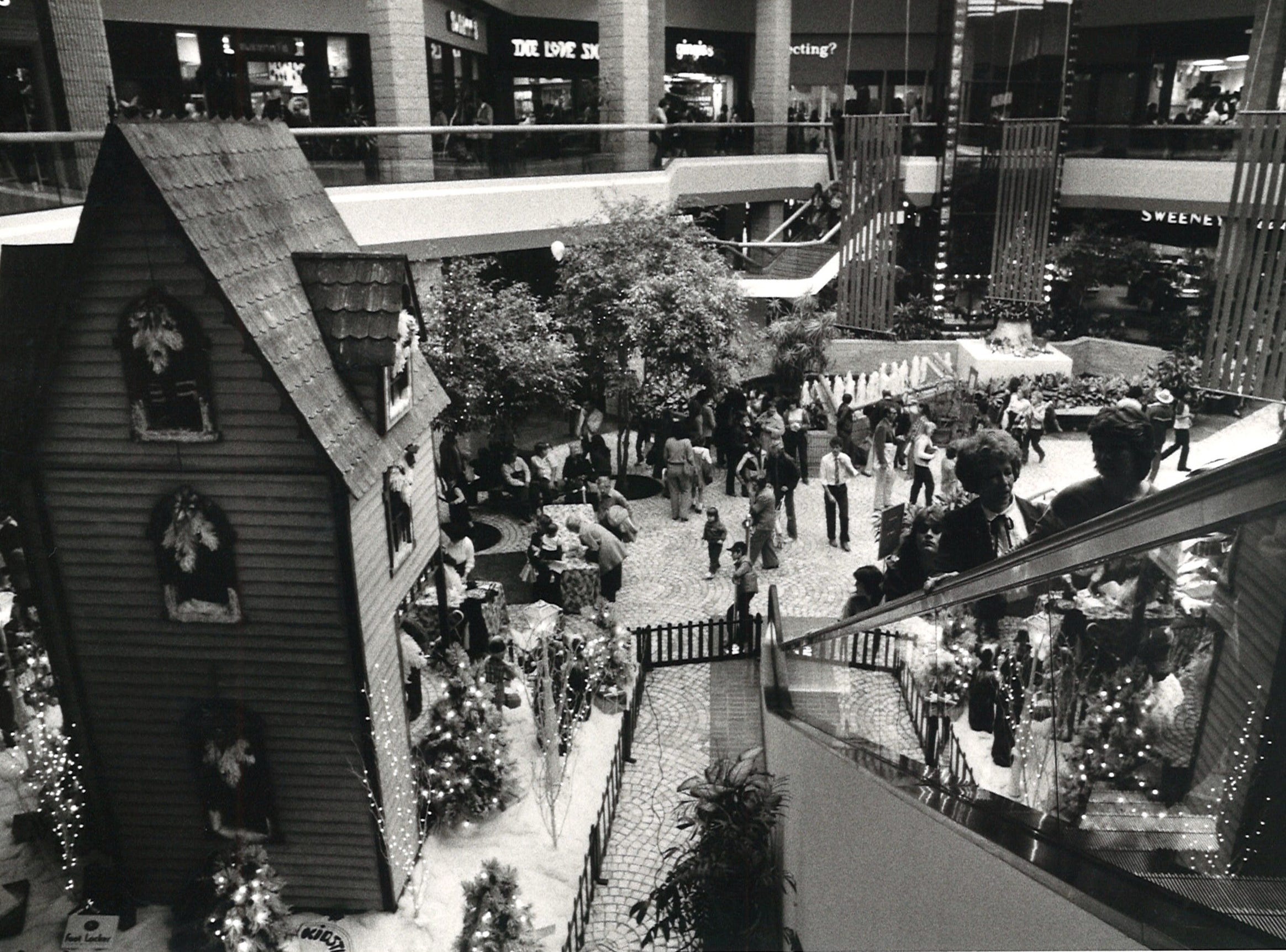 Shoppers at Sunrise Mall on Nov. 26, 1982.