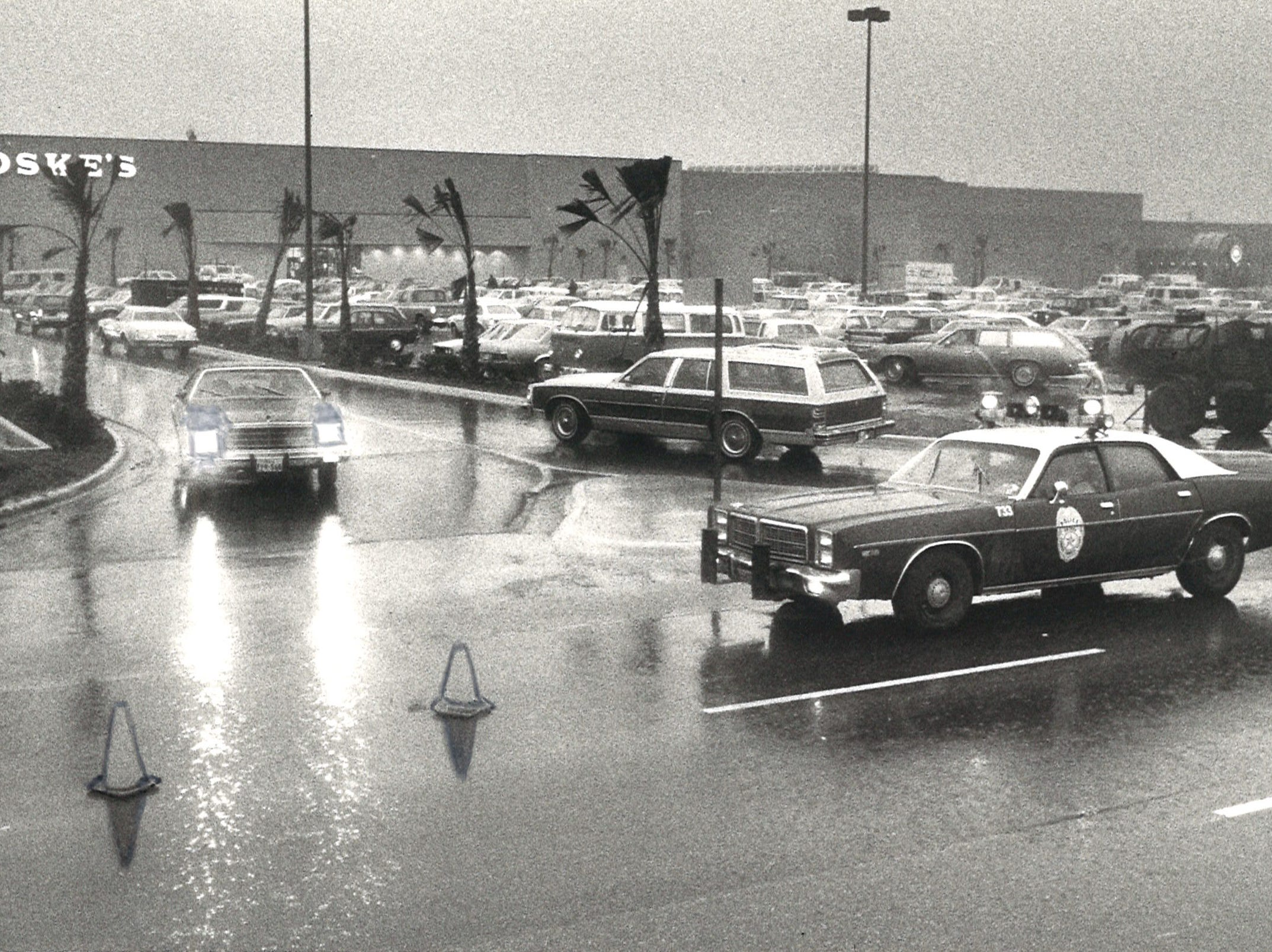 Police had to control the flow of traffic into the new Sunrise Mall on its rainy opening day on Feb. 4, 1981.