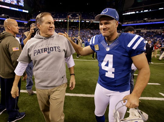 New England Patriots head coach Bill Belichick, left, talks with Indianapolis Colts kicker Adam Vinatieri and former Patriot following an NFL football game in Indianapolis, Sunday, Nov. 16, 2014. (AP Photo/Darron Cummings)