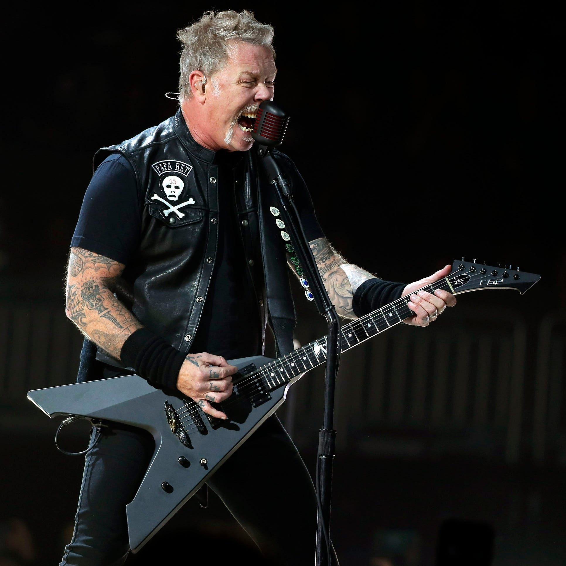 Massive crowd, monstrous riffs at Metallica's blistering Fiserv Forum show in Milwaukee