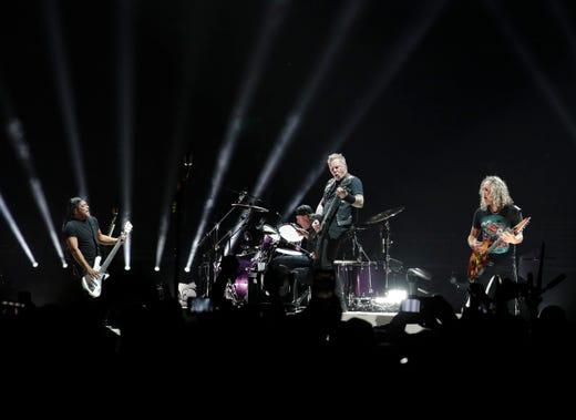 Metallica sets Fiser