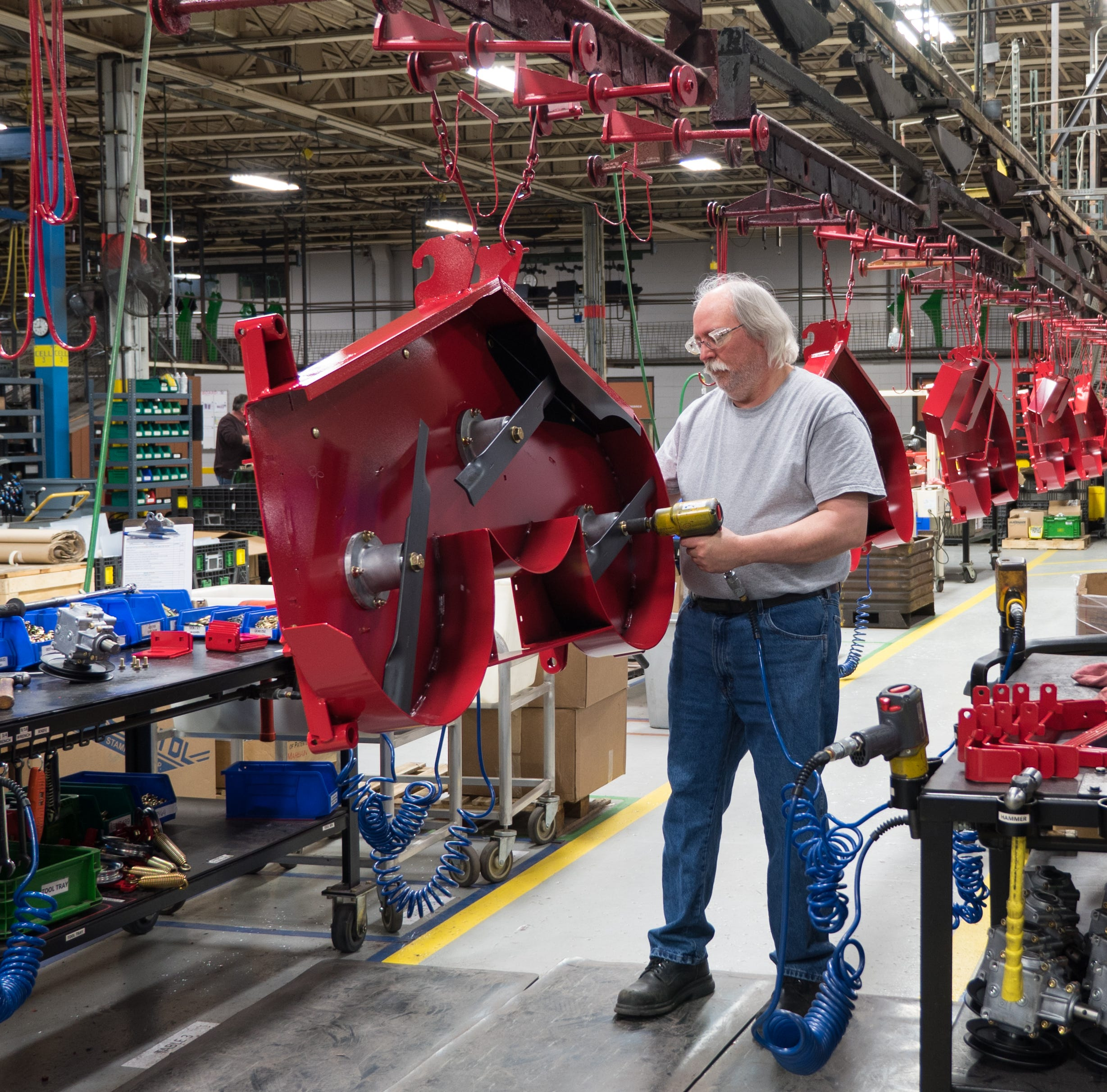 Growing fast, a Kiel manufacturer turns business away because of labor shortage