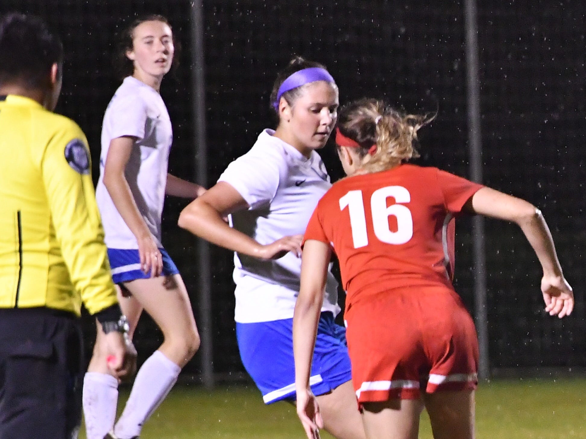 Oakland's Faith Adams (16) tries to move past the Lincoln County defense Tuesday.