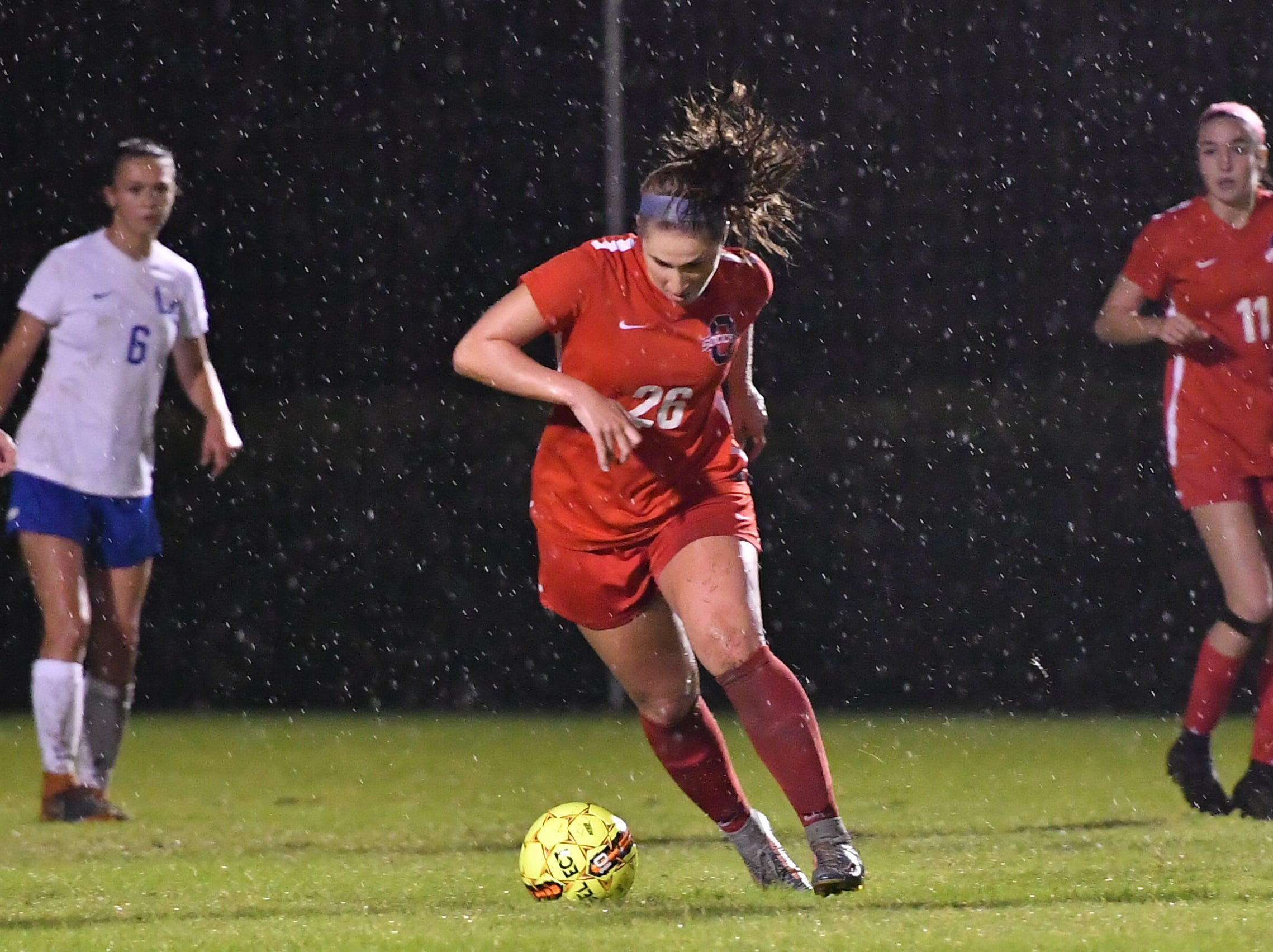 Oakland's Monica Mullaney pushes upfield during Tuesday's region semis against Lincoln County.