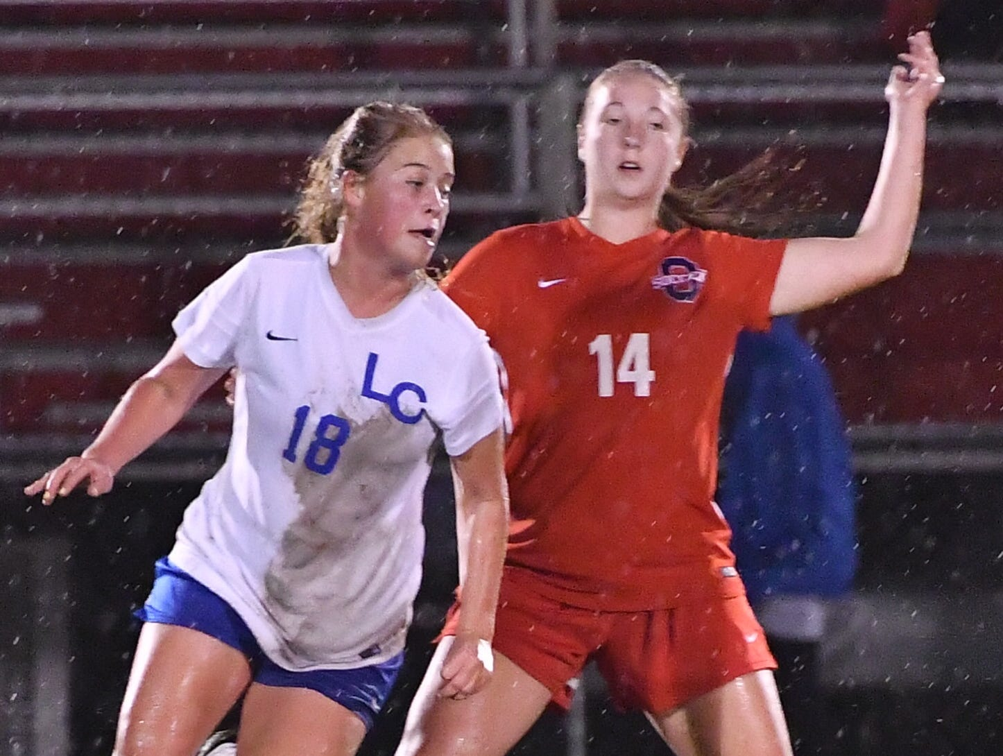 Lincoln County's Emma Wamble (18) and Oakland's Mary Grace Wright battle during Tuesday's region semis.