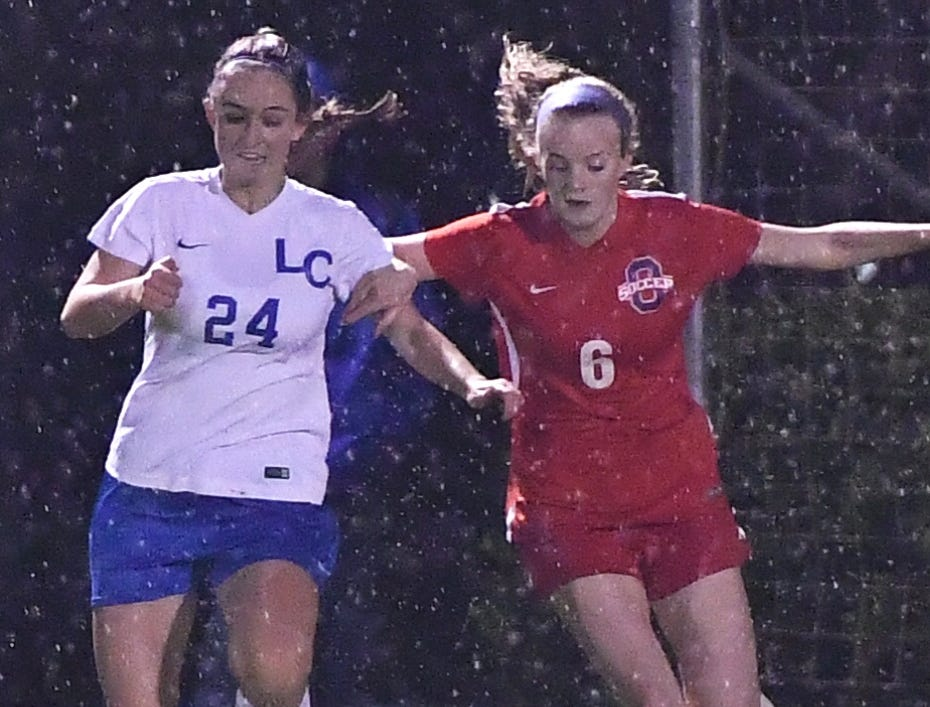 Oakland's Matty Snow (6) and Lincoln County's Hannah Mathey battle during Tuesday's region semifinals.