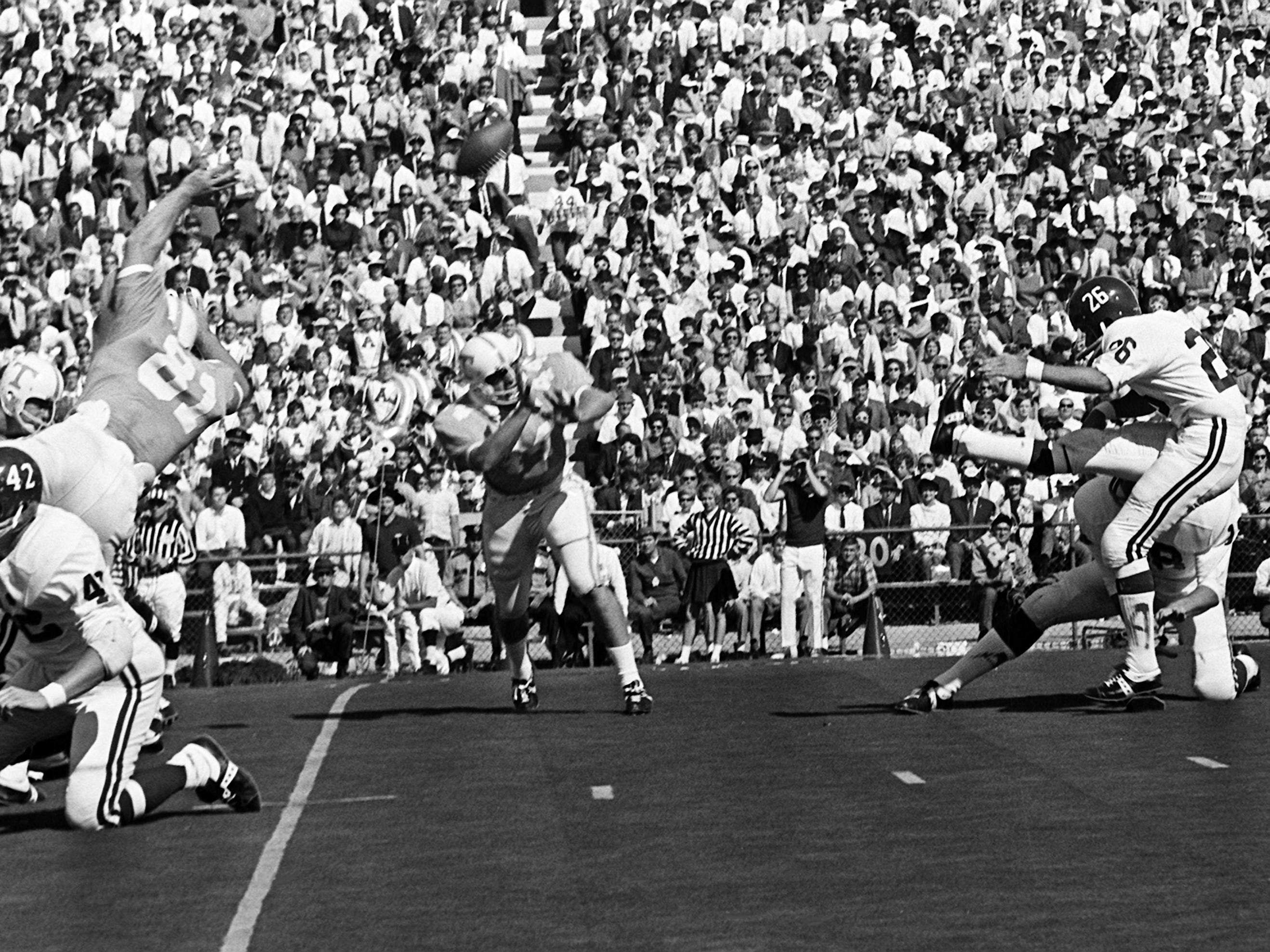 Alabama defensive back and kicker Mike Dean (26) hits a 28-yard field goal against Tennessee in the first quarter at Neyland Stadium Oct. 19, 1968.