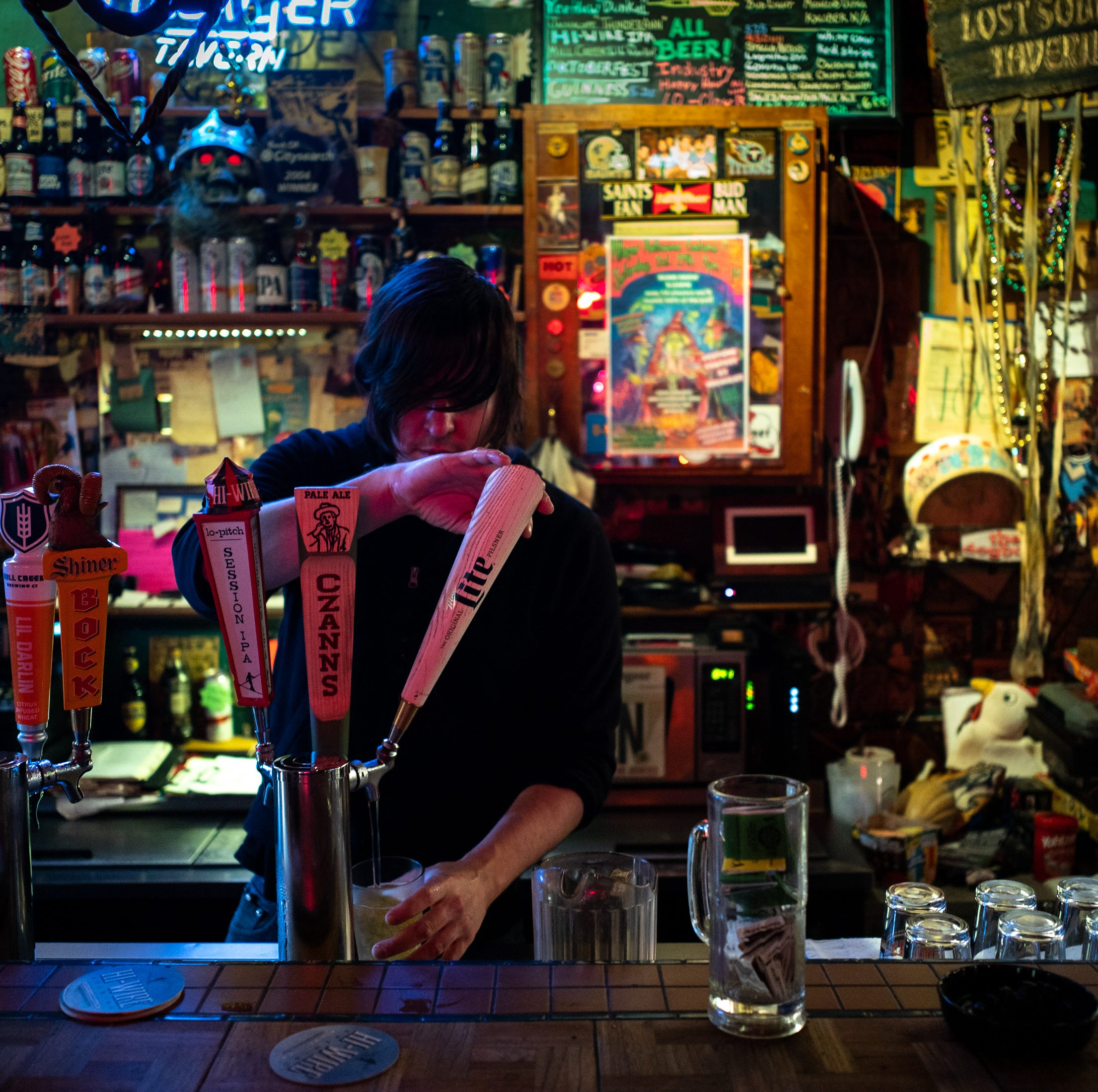 As more bars snuff out smoking, where can you still light up in Nashville?