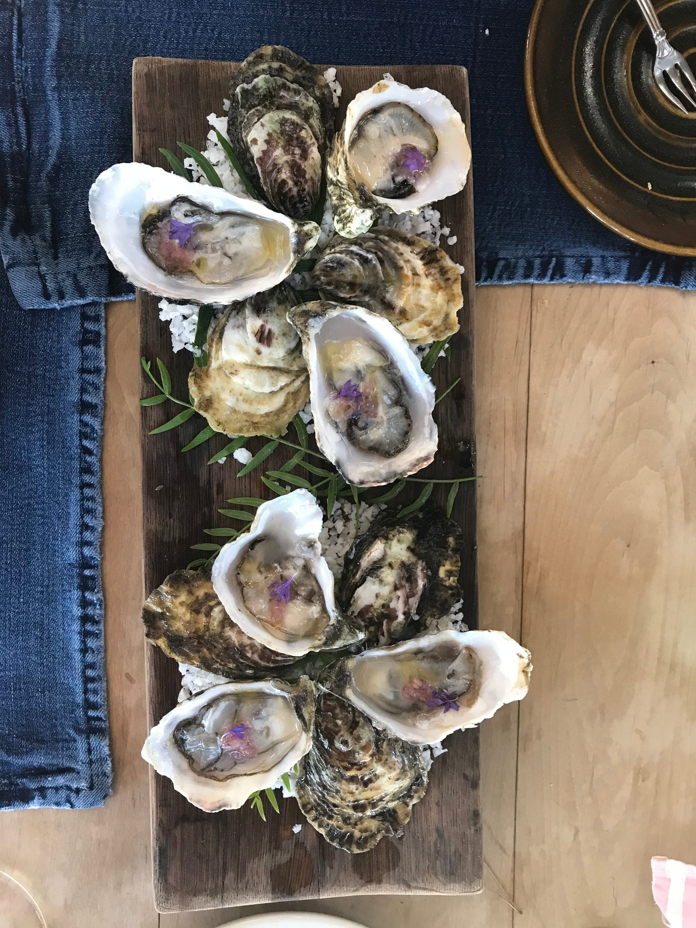 Oysters at Deckman's en el Mogor in Baja's Guadalupe Valley