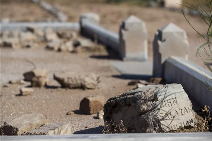 Una lápida en memoria de John Salazar se muestra en esta foto tomada el 20 de septiembre de 2018 en el cementerio Pioneer & Military Memorial Park en Phoenix. Algunas de las lápidas del histórico cementerio Sotelo-Heard se han trasladado a su ubicación actual para evitar el vandalismo.