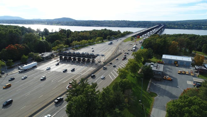 Traffic crosses the Newburgh-Beacon Bridge Oct. 16, 2018.