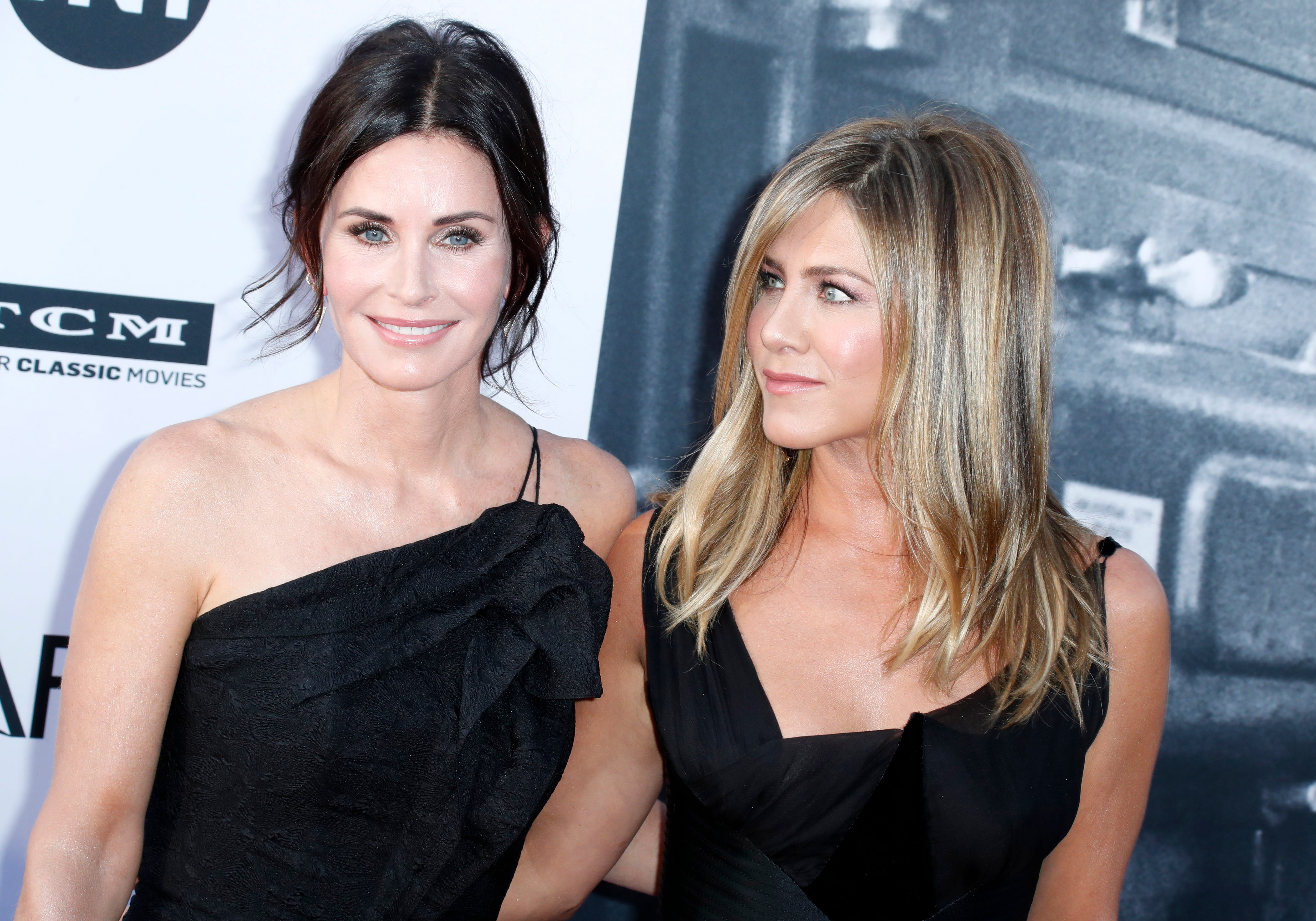 'Friends' forever! Courteney Cox would 'do anything' to act with the former cast
