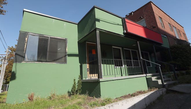 An empty building that used to house a bike shop in downtown Bremerton is being fixed up by the organization Left Right Straight to become a veterans community center.