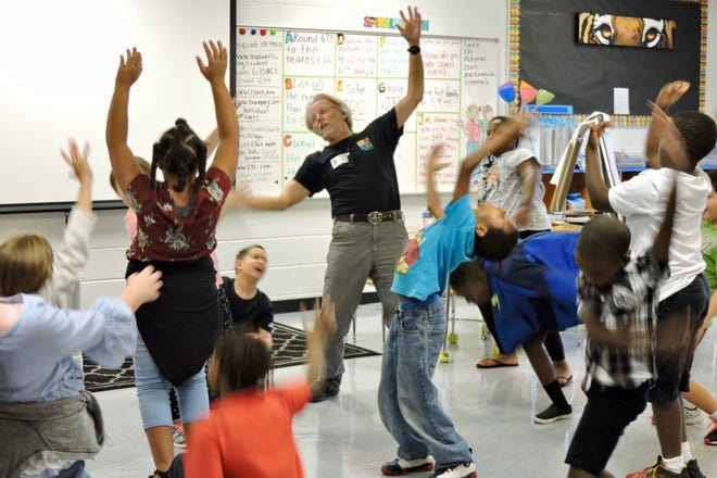 Kennedy Center for the Performing Arts teaching artist Randy Barron leads local students through an arts integration exercise.