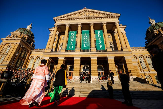 Guests arrive at the World Food Prize Laureate Award Ceremony at Iowa State Capitol BuildingThursday, Oct. 18, 2018.