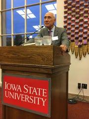 Former congressman Ed Mezvinsky speaks at Iowa State on Oct. 8, 2018