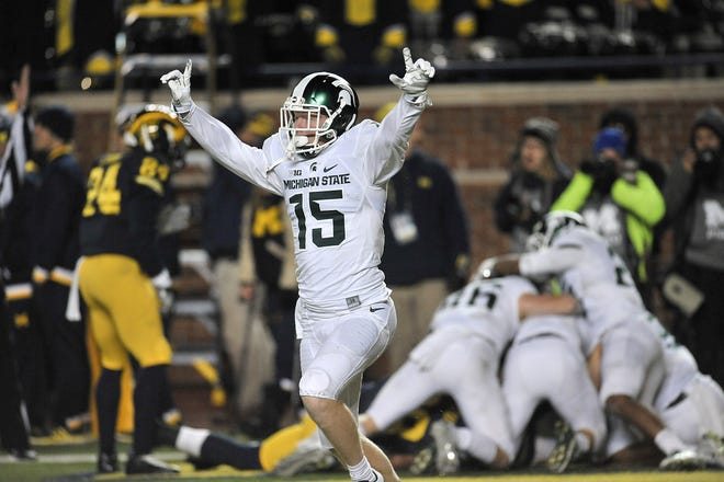 Brandon Sowards begins the celebration after teammate Jalen Watts-Jackson ran a fumbled punt back for a touchdown to beat Michigan in 2015.