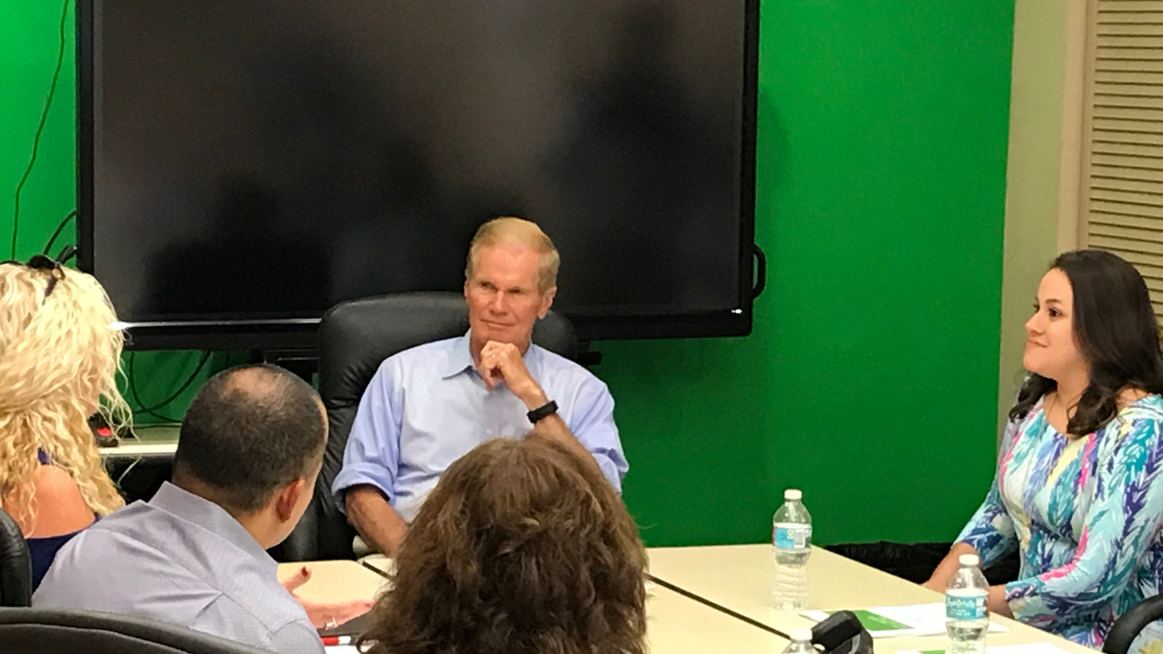 Bill Nelson meets with residents, business owners still struggling with Florida's algae crisis