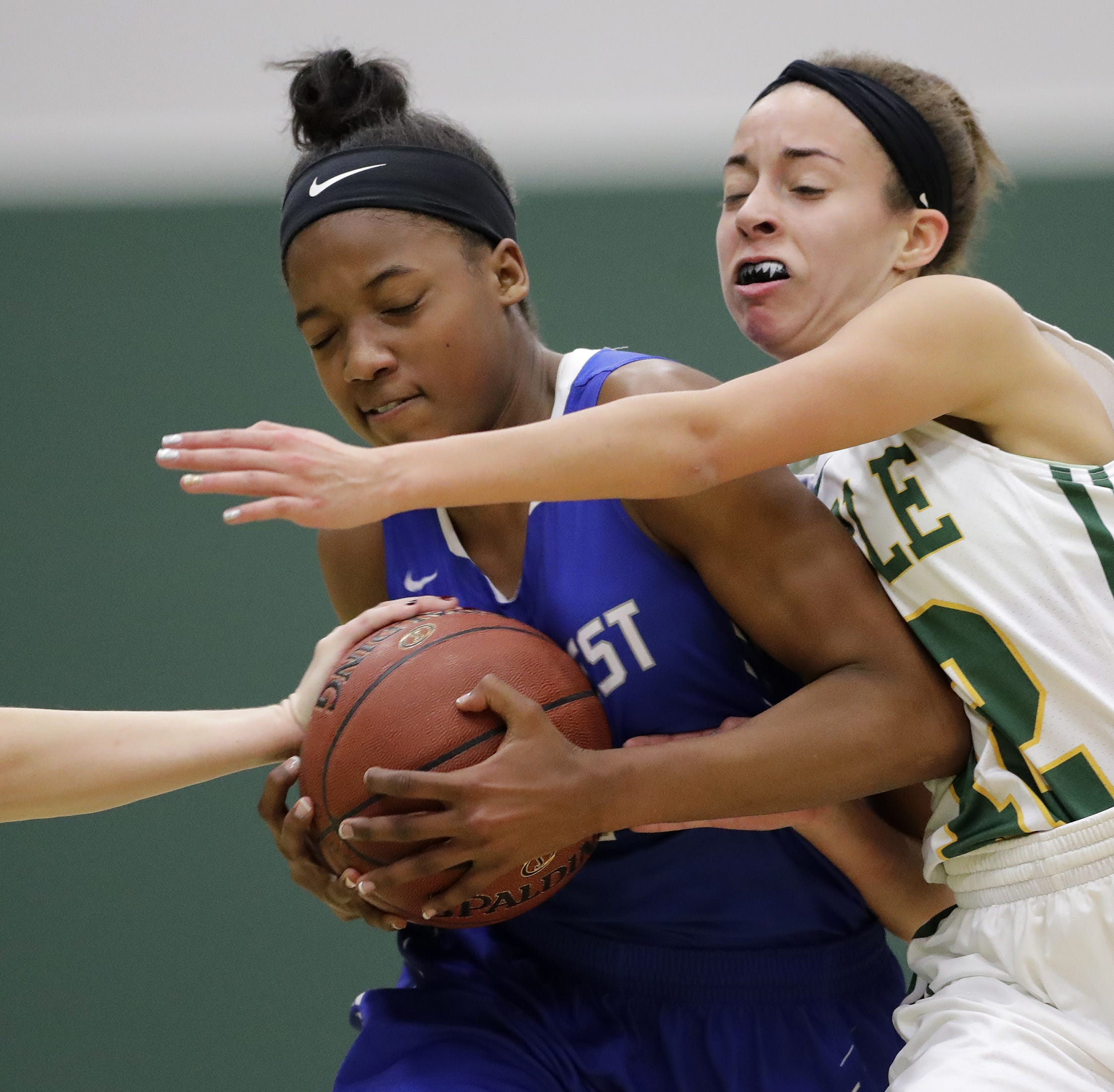 High school basketball: Southwest's Simmons picks up another big scholarship offer