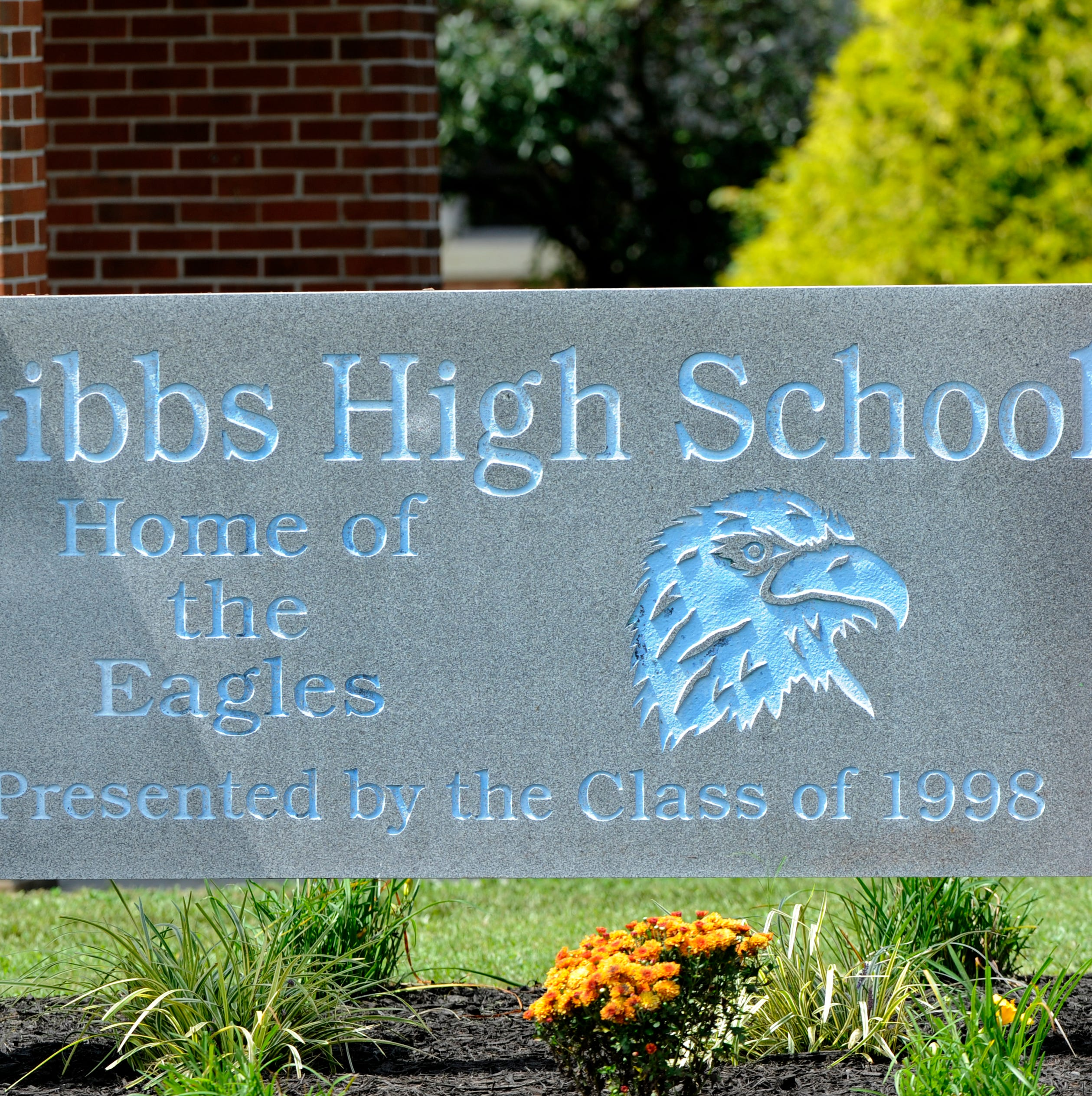 Teen girl found dead of apparent suicide outside Gibbs High School, sheriff's office says