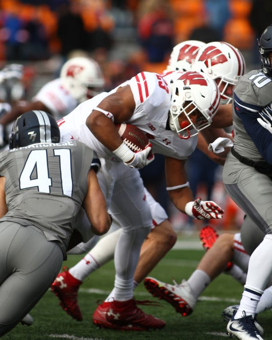 Ncaa Football Wisconsin At Illinois