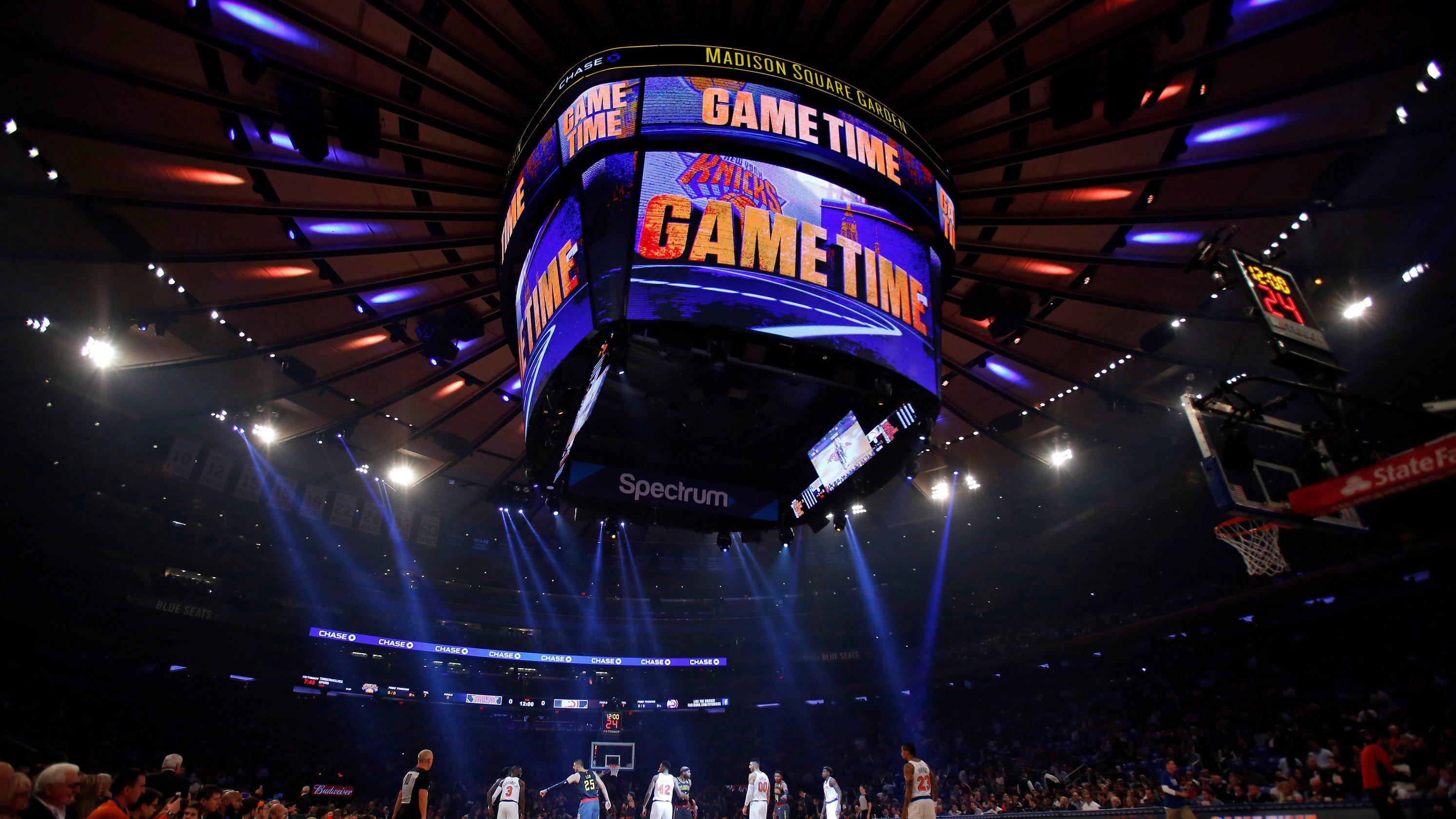 a965e9d894e New York Knicks fan knocks down half-court shot to win  10