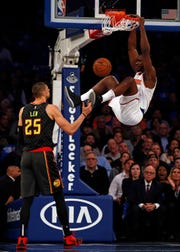 Oct 17, 2018; New York, NY, USA; New York Knicks forward Noah Vonleh (32) dunks the ball in front of Atlanta Hawks center Alex Len (25) during the first half at Madison Square Garden. Mandatory Credit: Adam Hunger-USA TODAY Sports